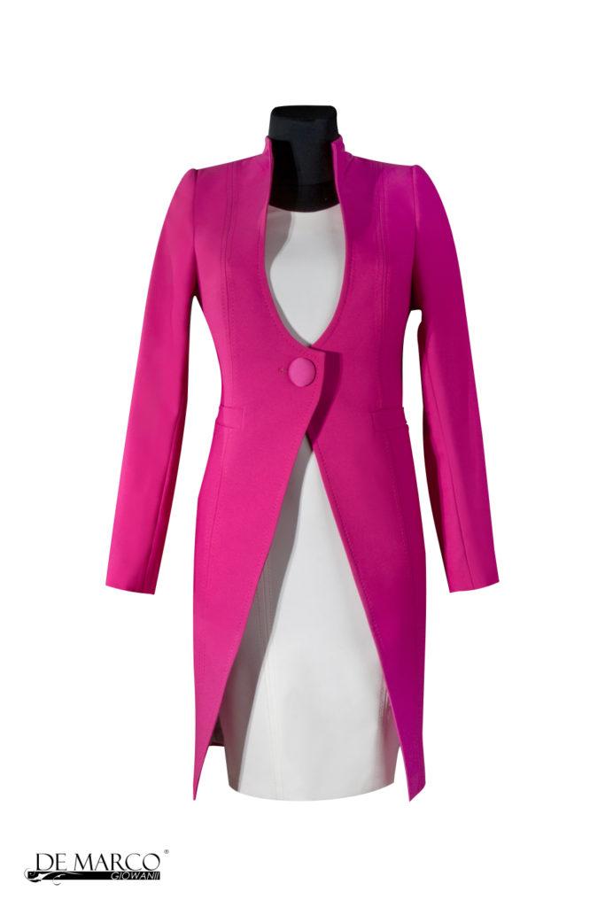 płaszccz do sukienki w kolorze fuksji. Płaszcz z sukienką dla mamy wesela . Trendy modowe na 2019.