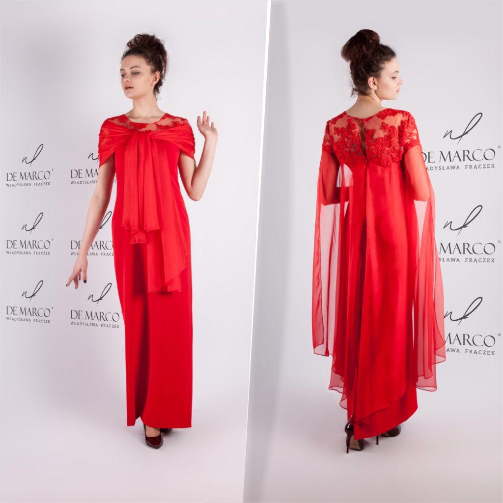 Polscy projektancki mody proponują długie suknie dla matek wesela.