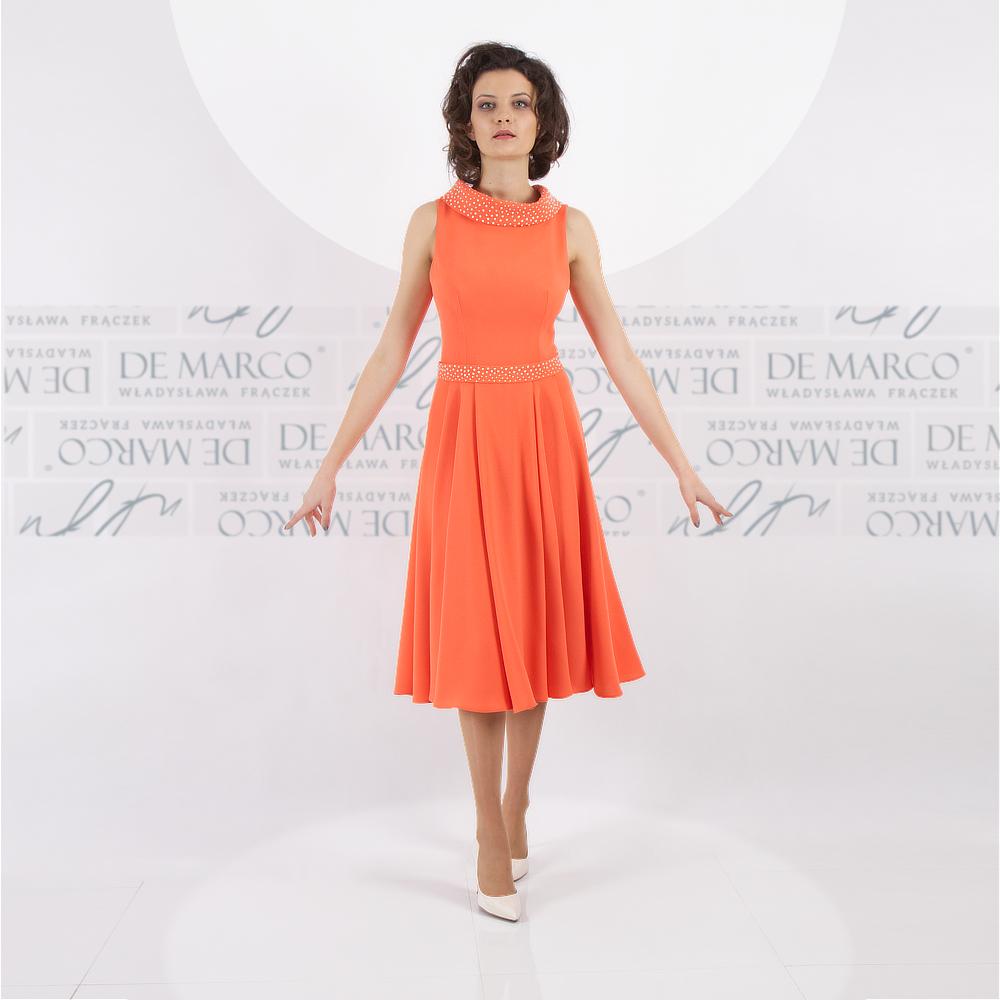 Luksusowa sukienka do połowy łydki dla mamy wesela. Szycie na miarę ekskluzywnej odzieży damskiej u projektantki mody z De Marco.