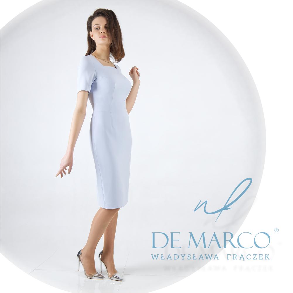 Jasnoniebieska klasyczna sukienka ołówkowa dla 50 latki, 60 latki, 70 latki.