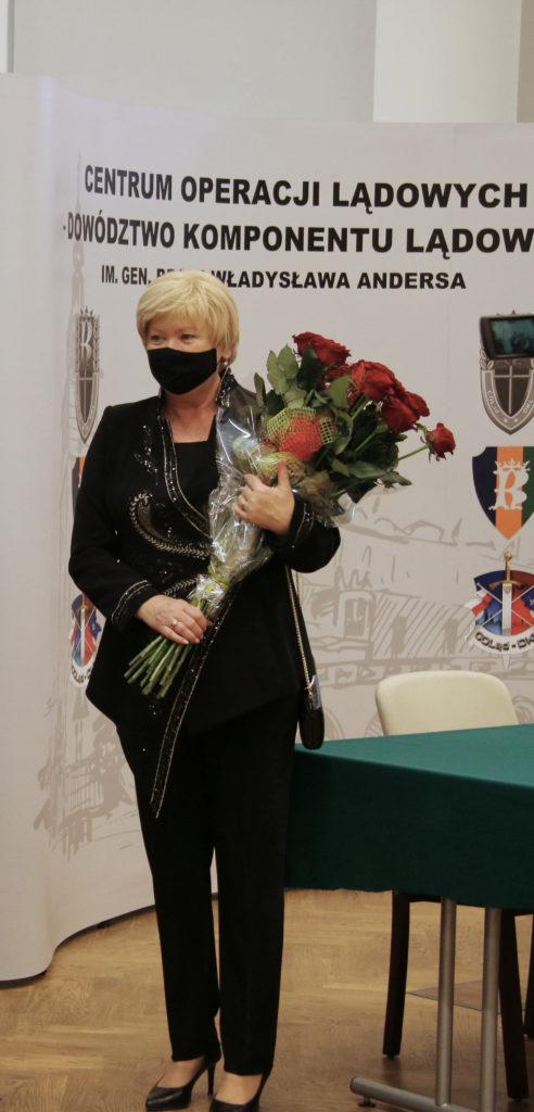 Generałowa Anna Kowalska zadał szyku w najmodniejszej stylizacji.