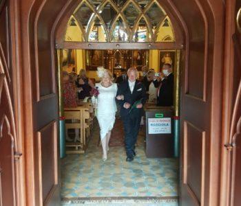 Ekskluzywne garsonki i kostiumy do ślubu cywilnego i kościelnego.